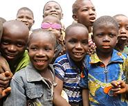 アフリカ カバネ小学校の子どもたち